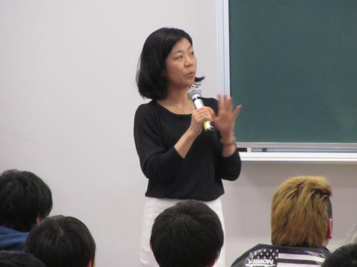 経済学部で基礎セミナー活動報告会を開催